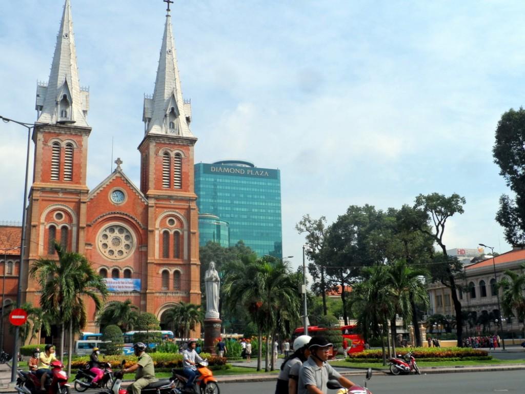 Nha Tho Duc Ba Saigon - Notre Dame Basicila