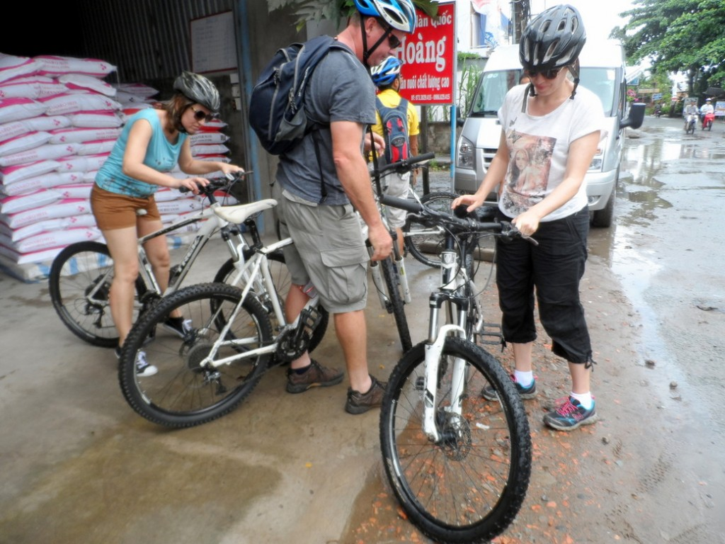 Vietnam Cycling Reviews - Setting up the bikes