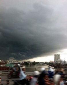 Insiders view Ho Chi Minh City - storm chasers